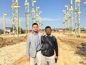 Los clientes de Bangladesh vienen a visitar la nueva fábrica que estamos construyendo