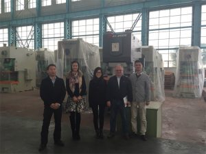 Clientes de Columbia compran prensas hidráulicas de Accurl Companies