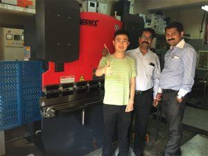 Los clientes de India visitan fábricas y máquinas de compra