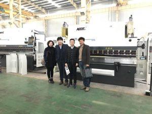 Los clientes coreanos visitan nuestra fábrica