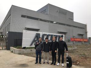 Los clientes de Rusia visitan la dobladora de doble enlace en nuestra fábrica