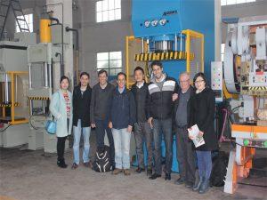 La delegación del Perú vino a visitar nuestra fábrica y comprar máquinas