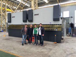 Los clientes de Vietnam visitan nuestra fábrica